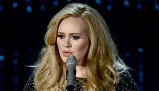 24February2013-Adele-Oscar-Skyfall-Performance