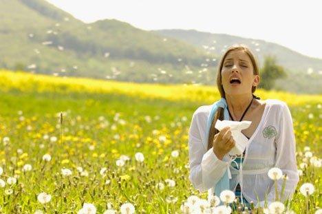 Contact-lens-summer-allergies
