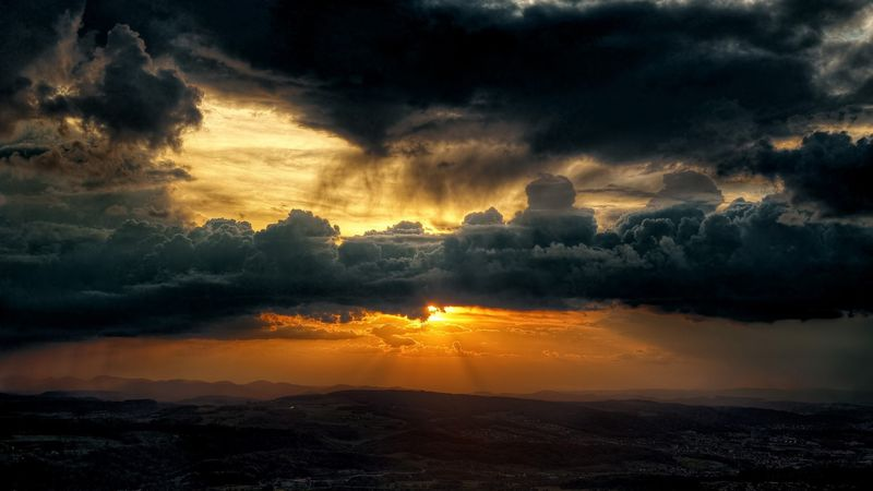 Dark_clouds_sky_sun-1600x900
