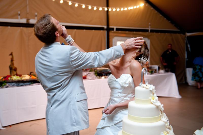 Smash cake in face wedding